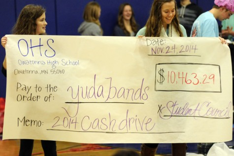 Photo Gallery: Cash Drive