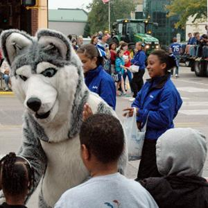 Harley the Huskie makes friends during the parade!