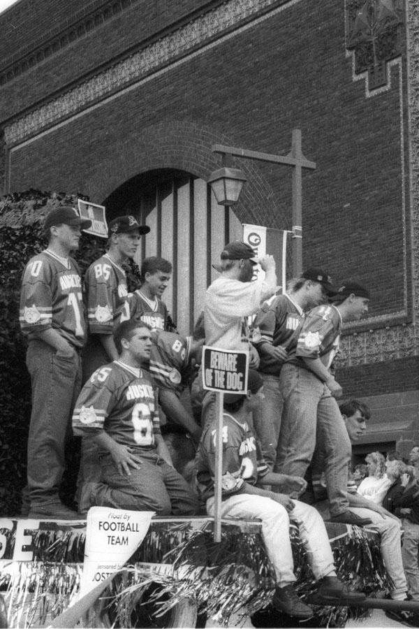 1994 football float in the homecoming parade
