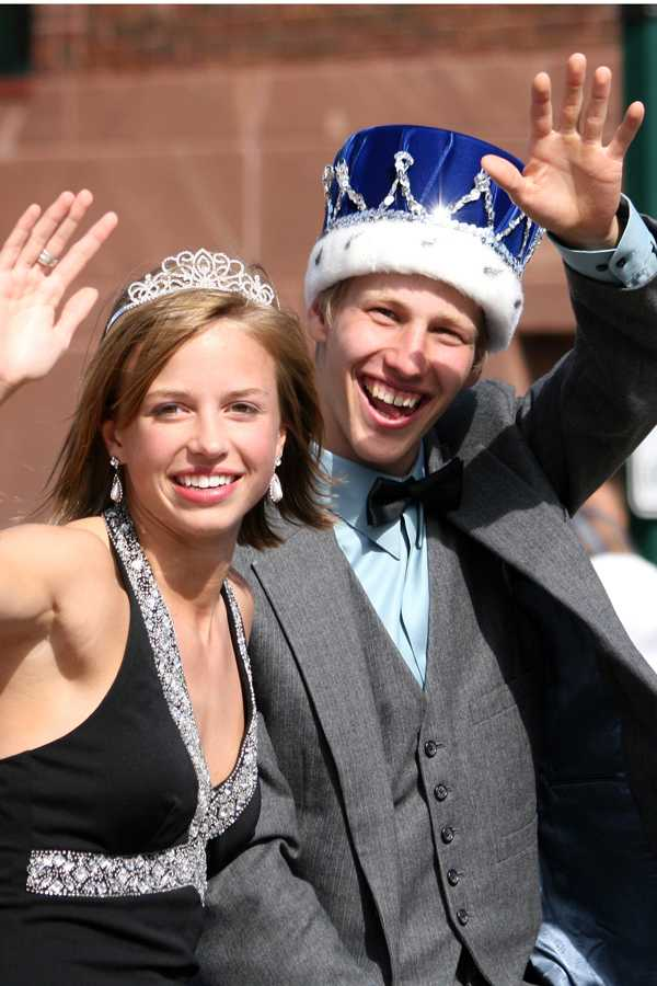 The 2007 Homecoming king and queen rocking their crowns in the parade