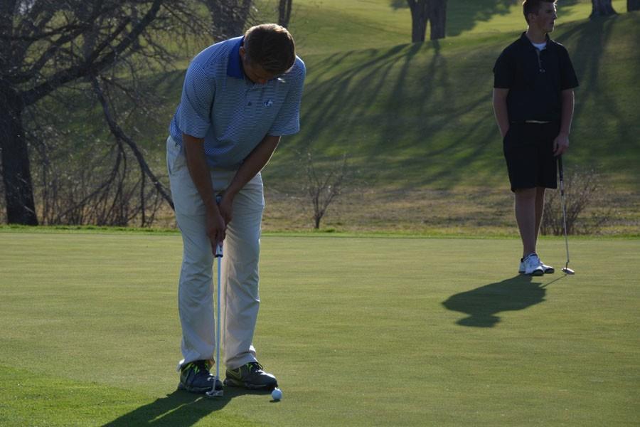 Cole+Butler+lining+up+a+putt