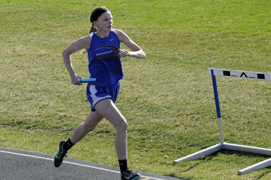 Julia Haarstad running with the baton