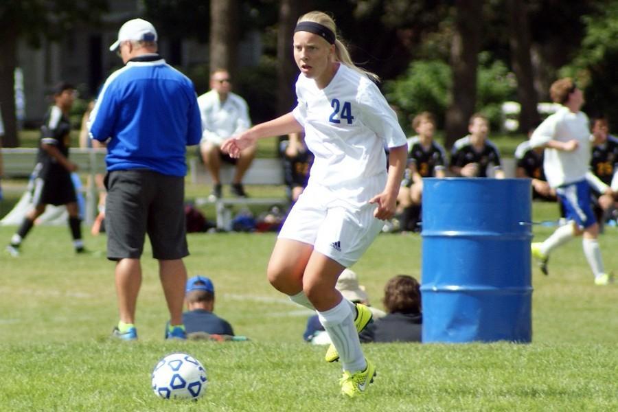 Sophomore Hannah Gebur moves the ball up field
