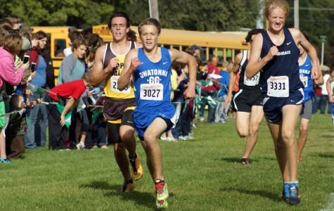 Sophomore Brett Ruiter running the home stretch