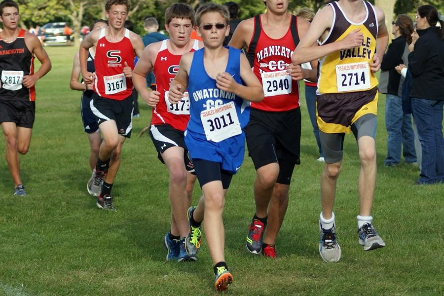 7th Grader Tony Hauer reaches the halfway point during his race