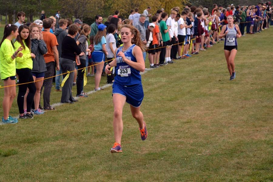 Senior Elena Bueltel running