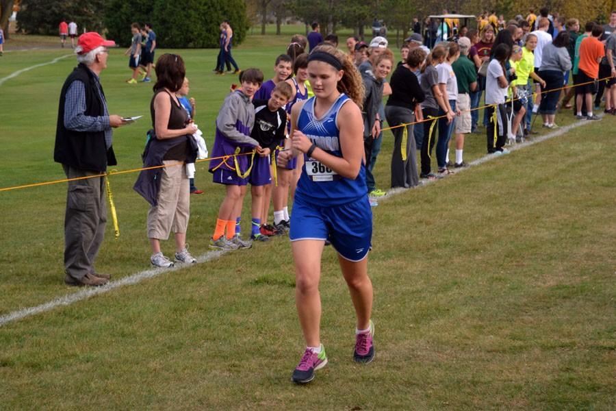 Senior Zoe Kienholz running