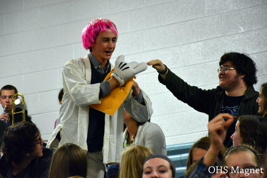 Sophomore Nick Hagen collecting money from the crowd for the Mangeant