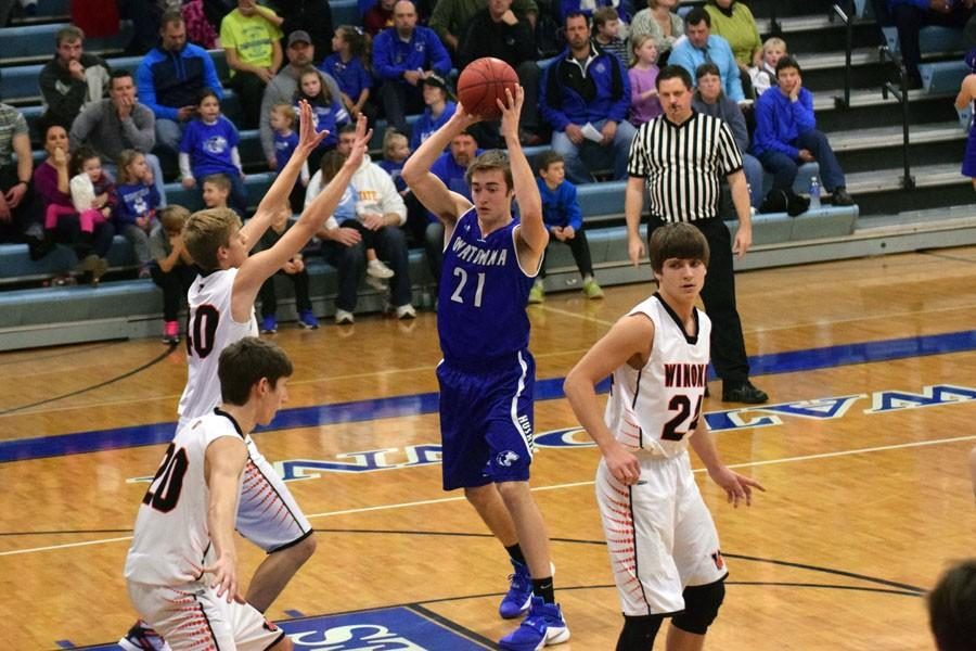 Senior Mason Thein passing the ball