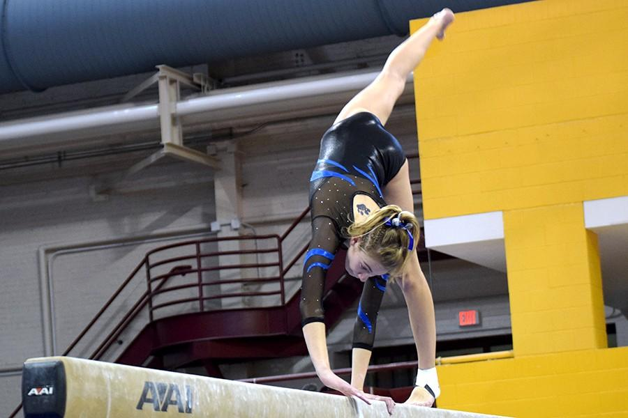 Sydney Kretlow competes on the beam