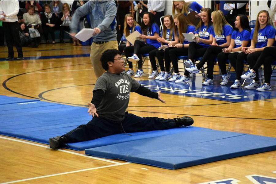 Junior Richard Ong doing the splits during the pepfest