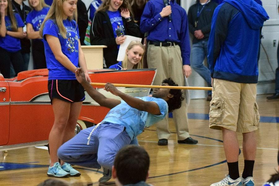 Ghoutham Manokar getting low during the limbo competition