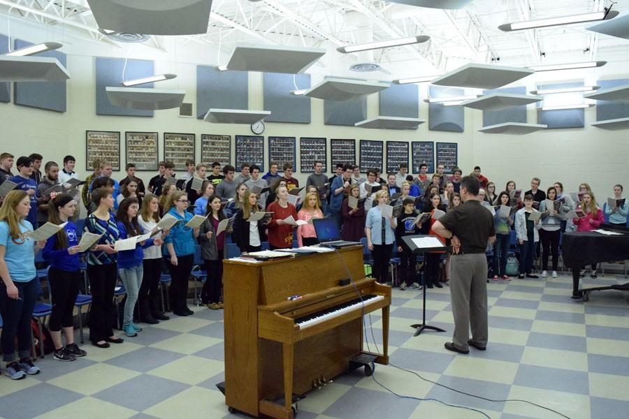 OHS Concert Choir rehearses during class