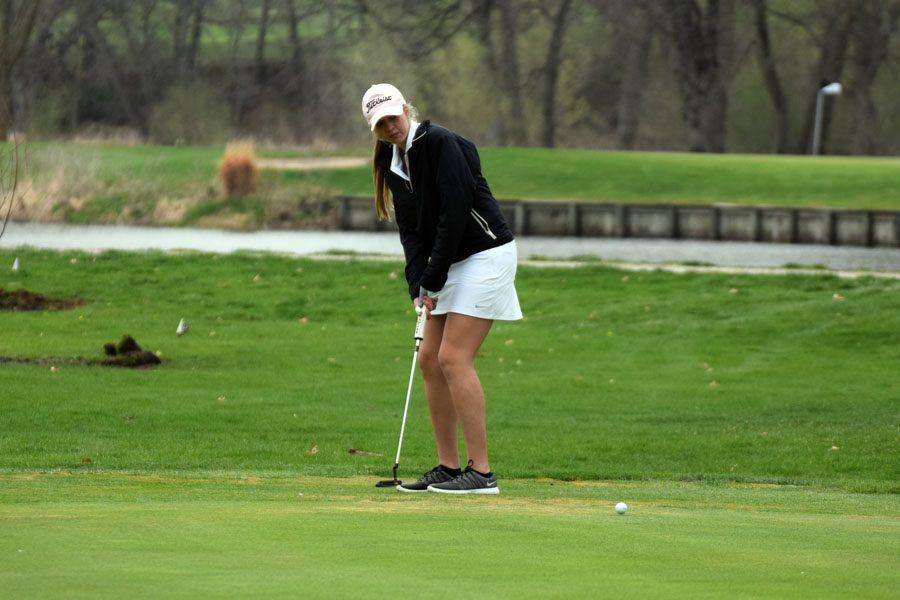 Senior Maddie Zulk putting the ball