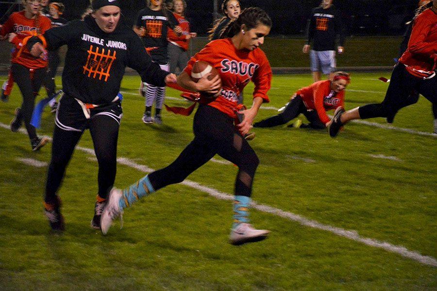 Sophomore Mariana Reim running from defender