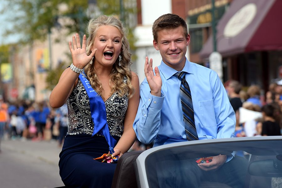 Big smile and waves from Sydney Bartz and Mitchell Mayer