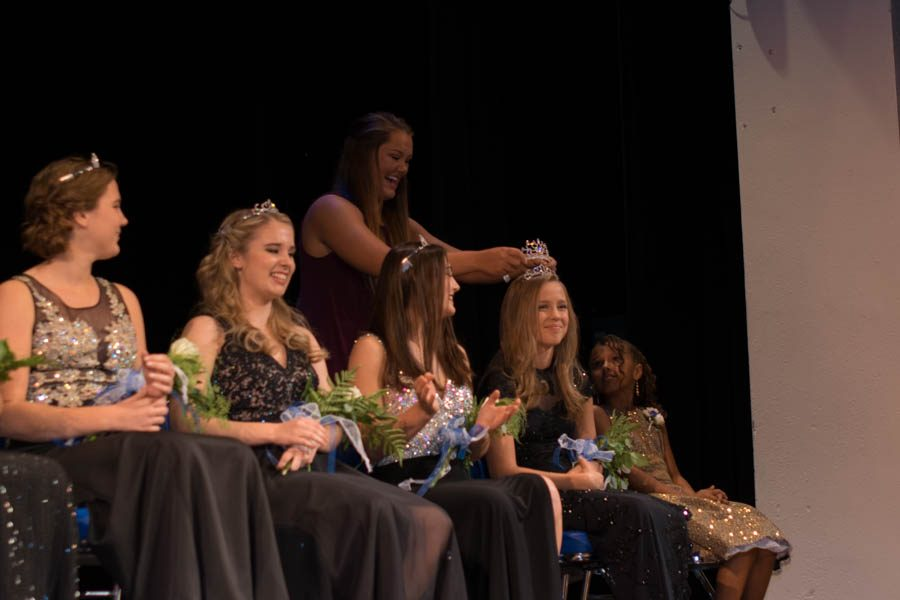 Queen+Katie+Belina+getting+crowned