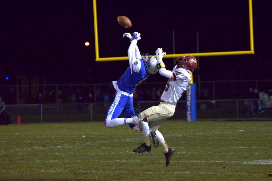 Senior Jaden Dowhaniuk making a great catch for the Huskies
