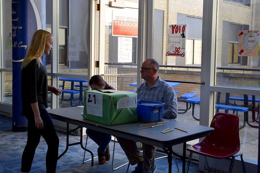 Junior+Clare+Keltto+voting+during+lunch