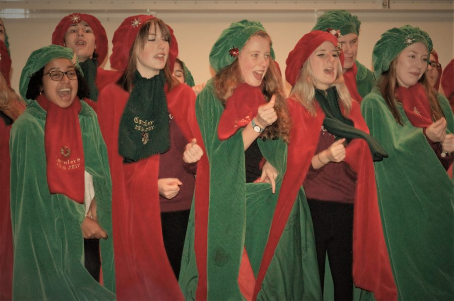 carolers-actions