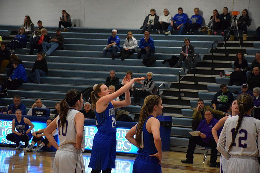 Junior Ahnna Stelter shooting a free-throw