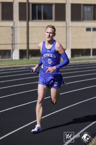 Senior Captain Braydon Kubat runs the race in ease.