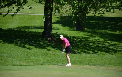 Junior Marie Otterson puts on the green