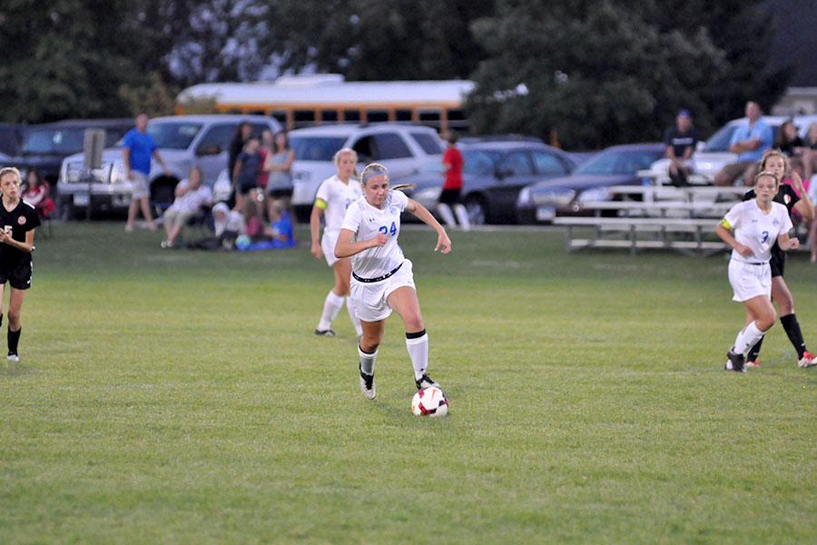 Senior Stephanie Liebl dribbling ball down the field