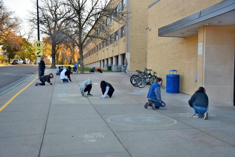 Change+Is+Now+organization+hosts+sidewalk+chalk+event+during+Academic+Support