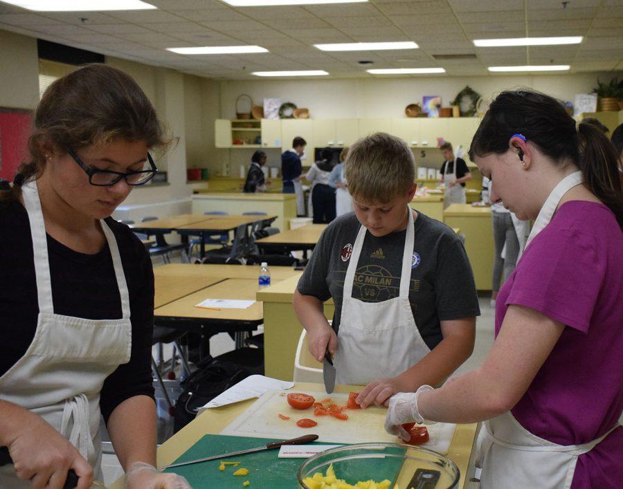 Culinary Club students make salsa
