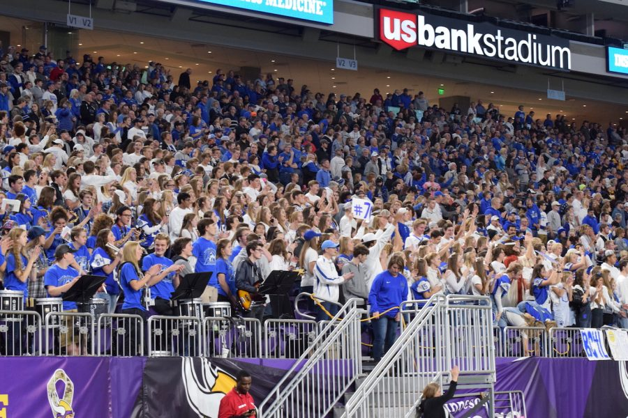 Owatonna+supports+the+Huskies+all+the+way+to+the+championship+game