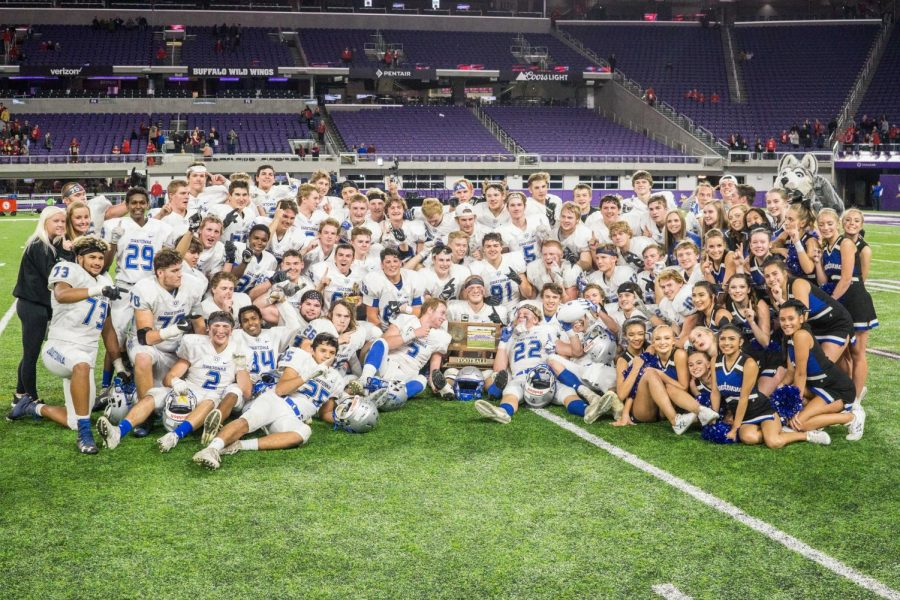 Managers, players and cheerleaders pose for a photo after the victory