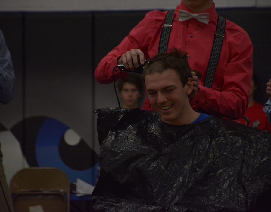 Spencer Steckelberg wallows in shame while getting his head shaved