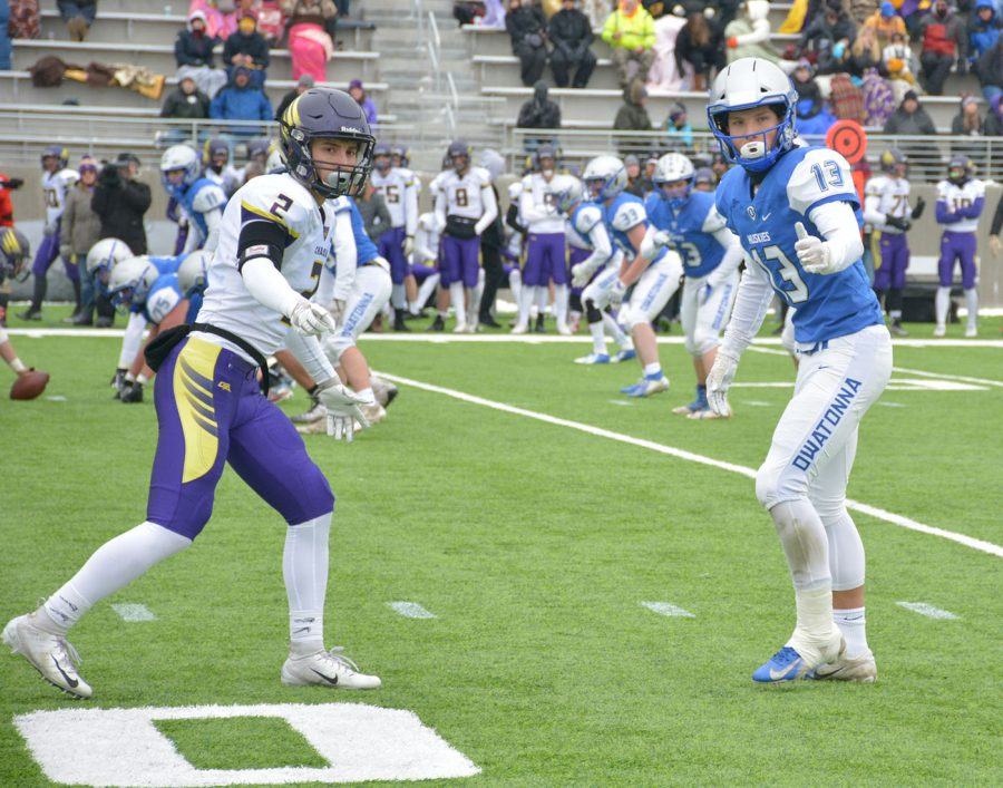 Jake Miller getting ready to lock up a Chaska wide receiver