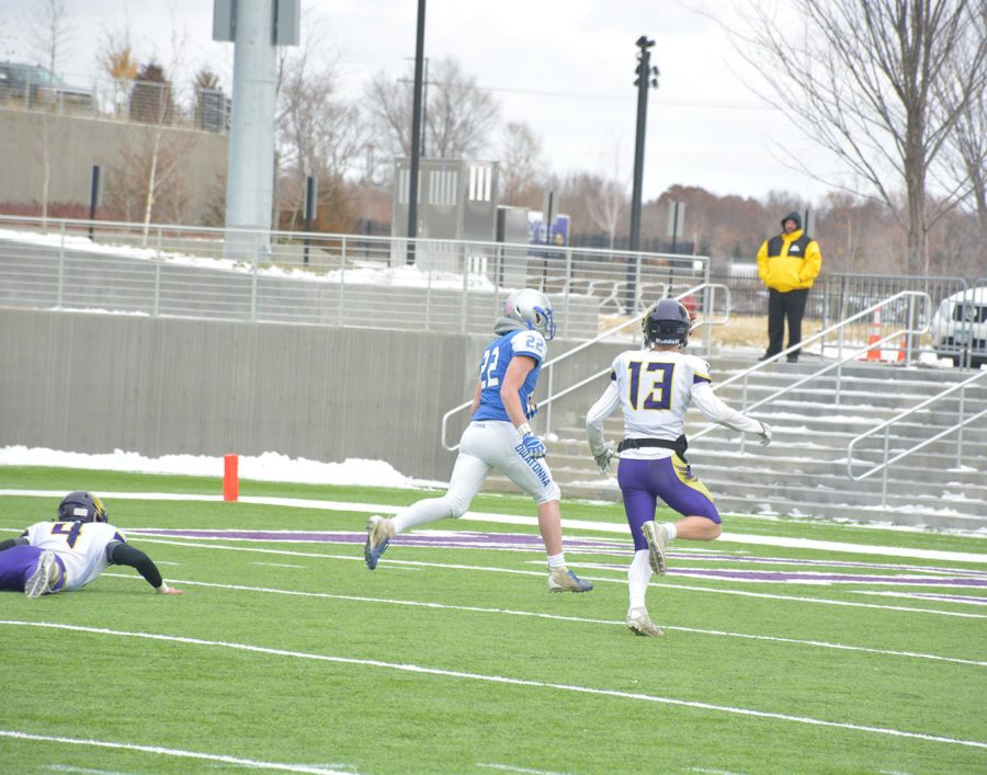 Jason Williams breaks a tackle to score a touchdown