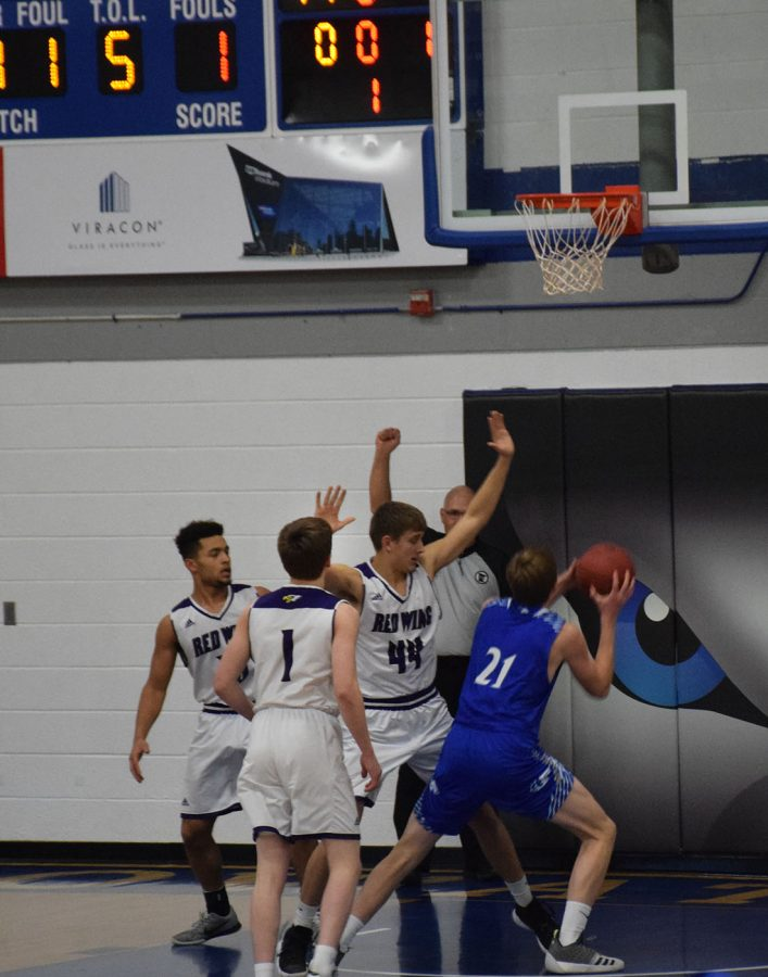 Jared Fett goes up for a layup