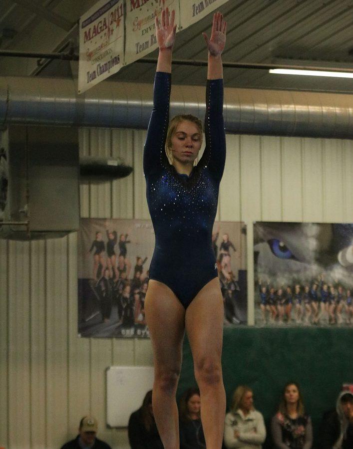 Sydney Kretlow begins her beam routine