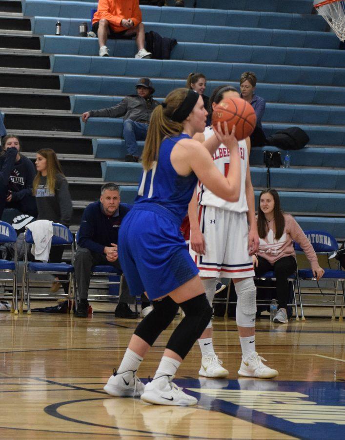 Lexi Mendenhall shoots a free throw