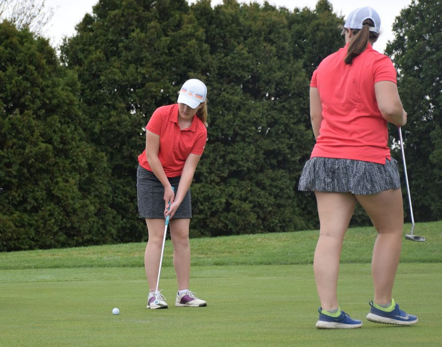 OHS Girls Golf putting