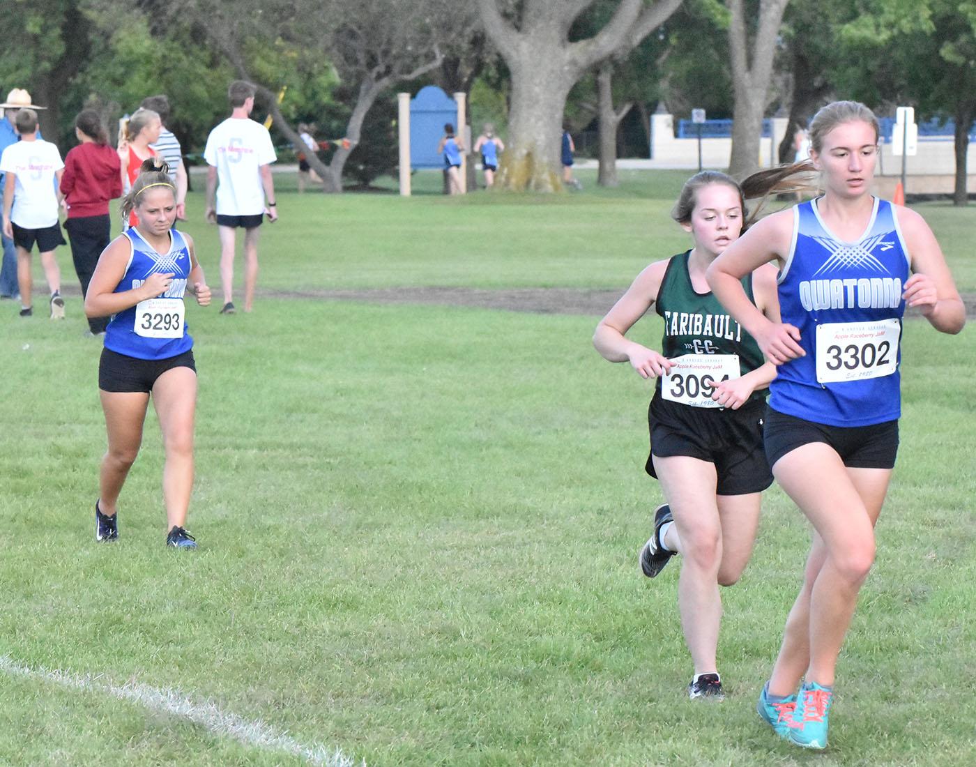 Sophomore Betsy Wunderlich and Senior Chloe Schmidt running during the Faribault race