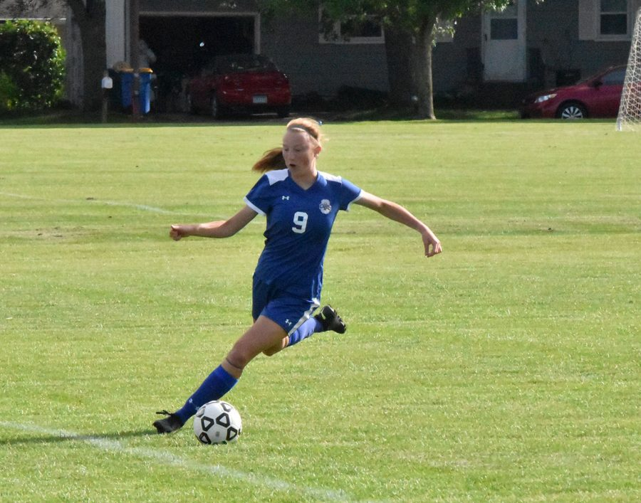 Sophomore Ari Shornock keeps the ball inbounds and looks to push it up the field.