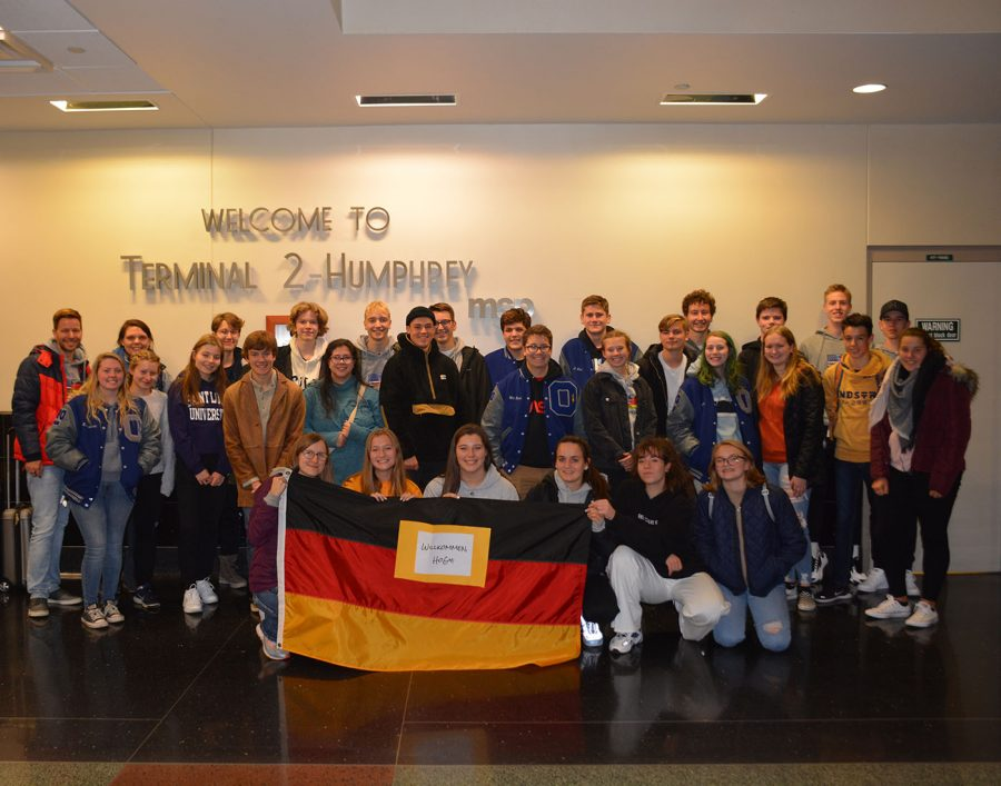 OHS+students+welcome+their+German+partners+to+the+U.S.+