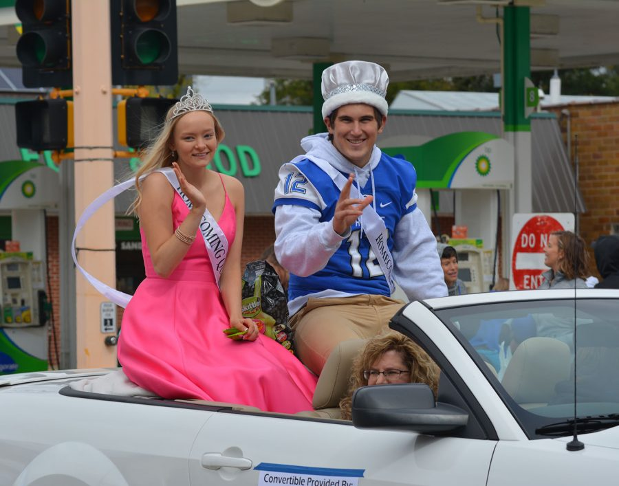 Homecoming king and queen Carson DeKam and Julia Dallenbach