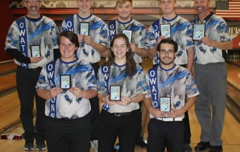 OHS Bowling team with their trophies