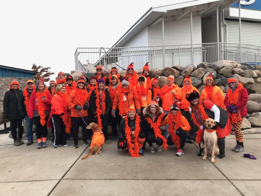 Margo%27s+Hot+Mess+Express+all+wearing+orange+to+represent+their+team+at+the+Jingle+Bell+Run+