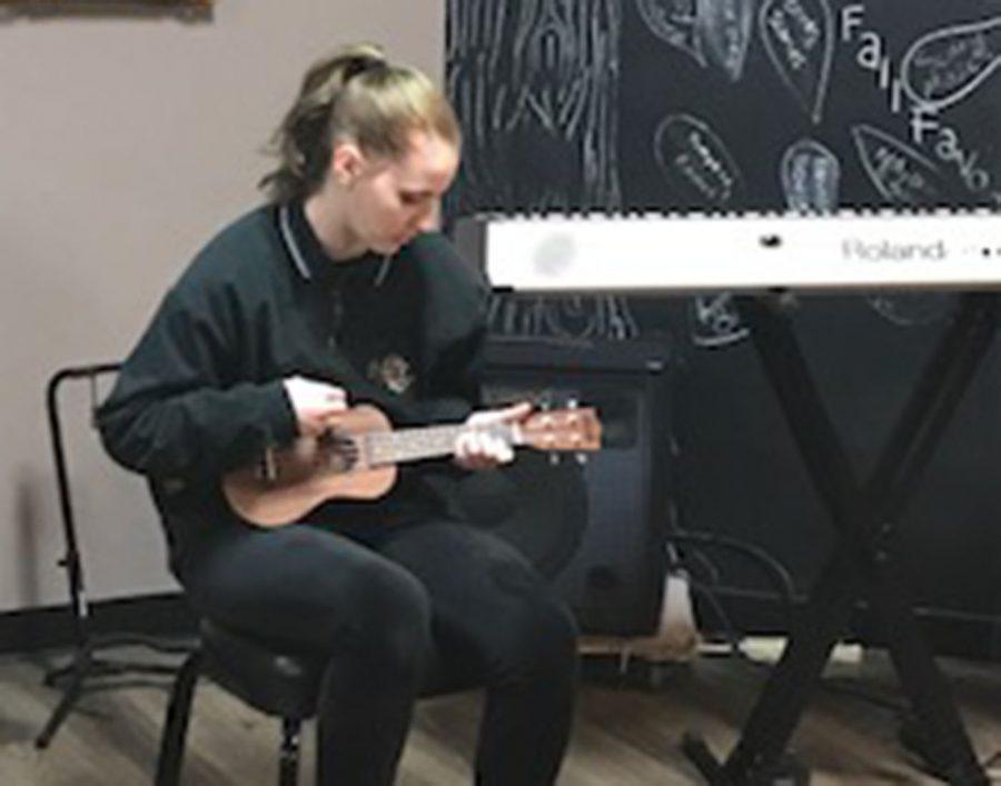 Senior Liz Daley playing her ukulele