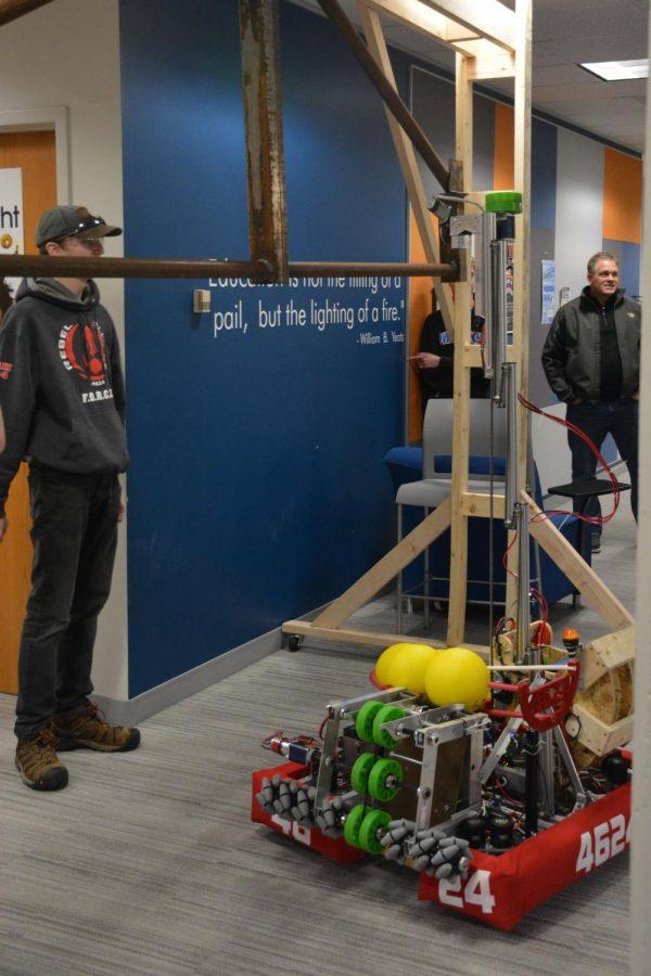 Robot extends lift arm to lift itself up