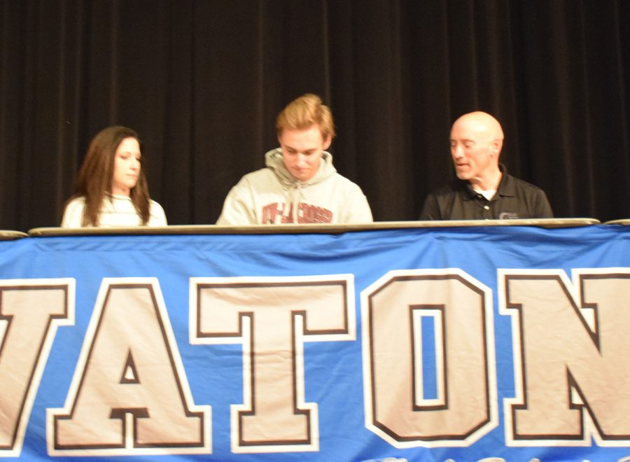 Lincoln Maher signs to play Division III tennis at University of Wisconsin, La Crosse