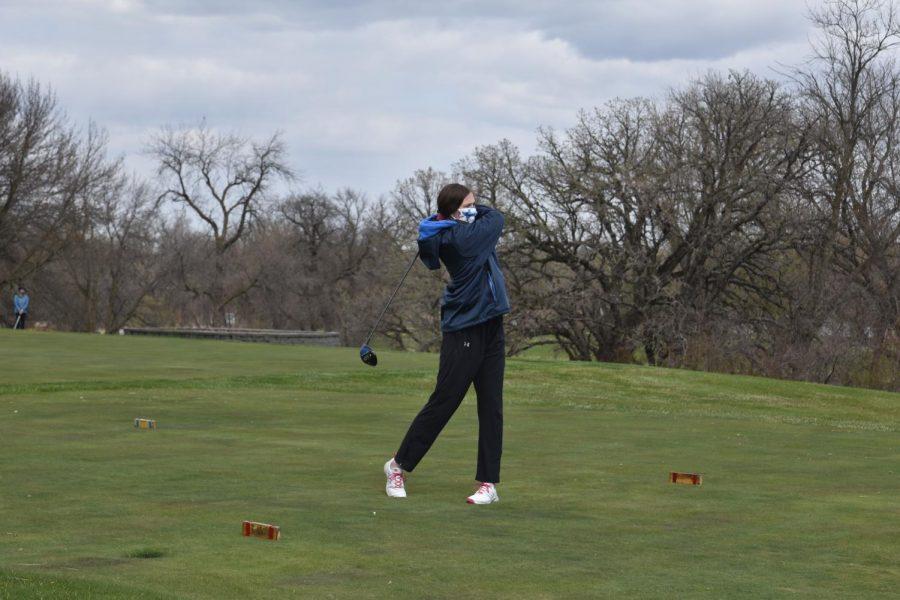 Husky golfer with a big swing