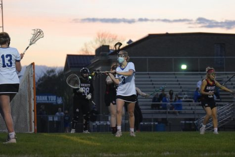 Grace Smith about to throw the lacrosse ball